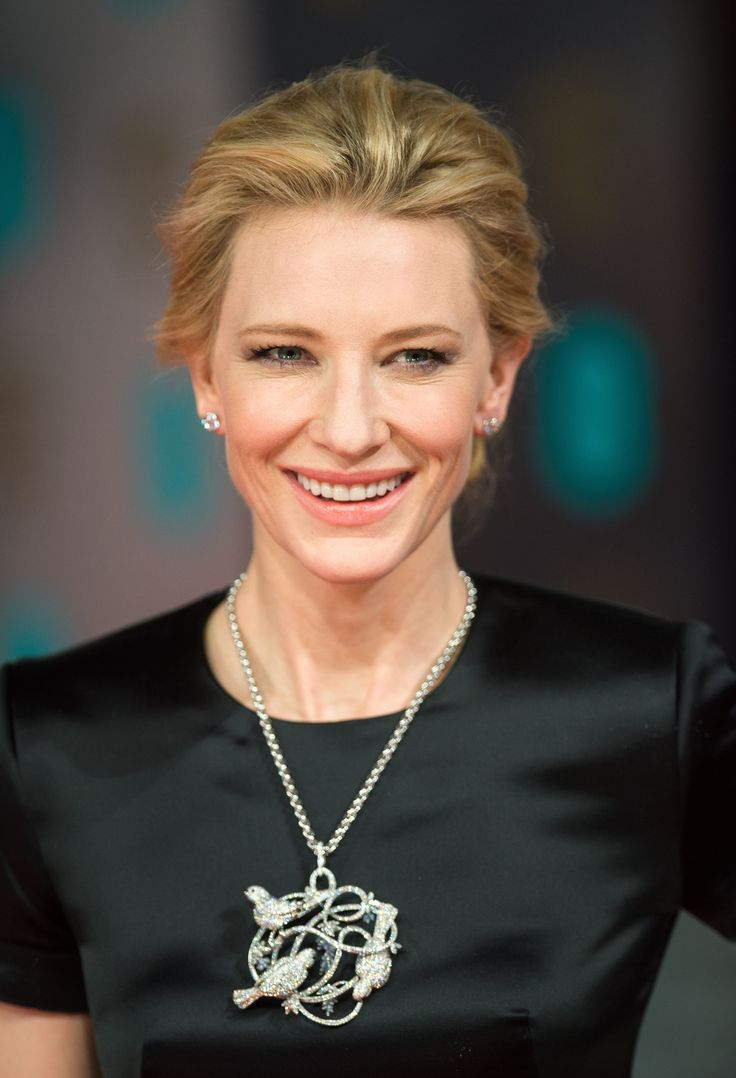 Cate Blanchett wears spring's oversized jewelry trend in the form of a Chopard diamond and onyx pendant necklace in 18k white gold.