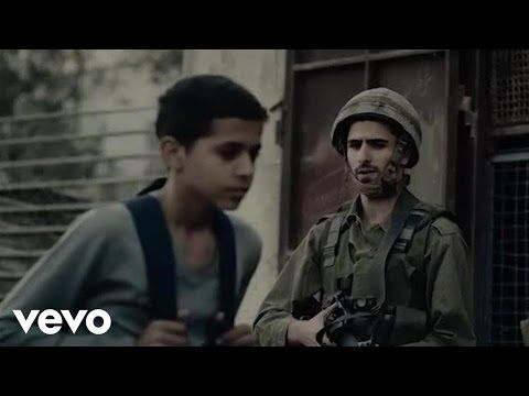 Calle 13 - Multi_Viral ft. Julian Assange, Kamilya Jubran, Tom Morello - YouTube