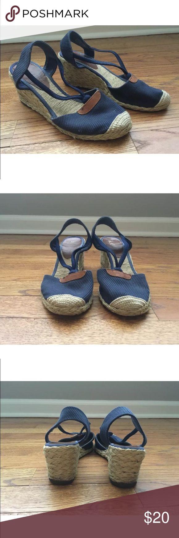 Ralph Lauren Cala Navy Espadrilles Sz 5.5 Beyond adorable Ralph Lauren Espadrilles perfect for your upcoming Holiday! Ralph Lauren Shoes Espadrilles