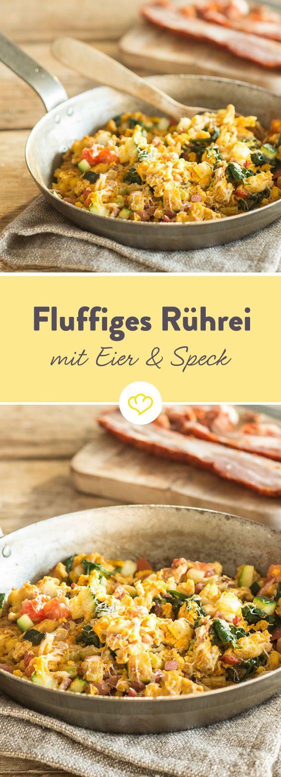 Luftiges Rührei, knusprige Speckwürfel und zarte Spinatblätter – genau das Richtige für ein gemütliches Sonntagsfrühstück.