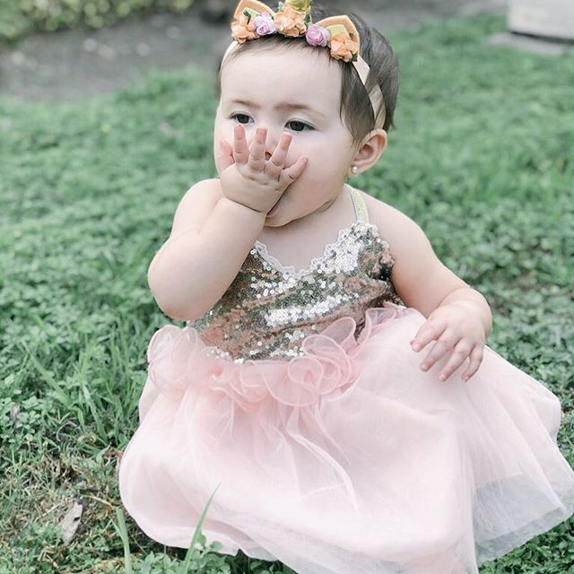 Penelope's favorite thing to do is blow kisses!! They are pretty magical!! 🦄😜 Her sparkly gorgeous dress && unicorn headband are from @honeybeezboutique!!! Use Code: REF04 when you order yours!! . . . #babybrandrep #lifestyleblogger #unicorn #babykisses #sparklydress #brandrepsearch #babydressup