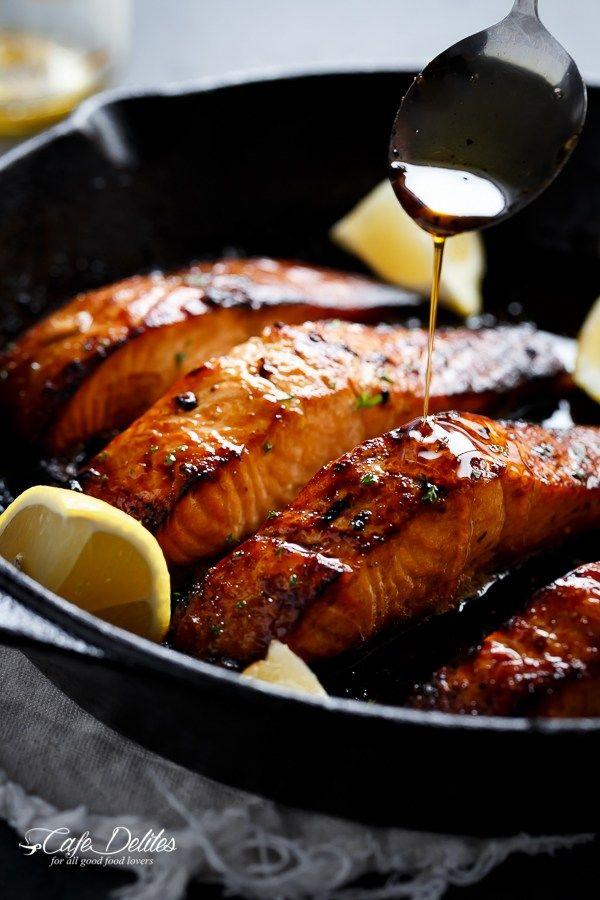 Salmón a la plancha bronceadas miel mantequilla de ajo |  http://cafedelites.com