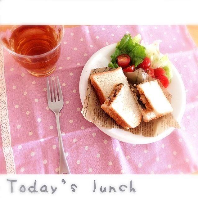 サラダは、わさびドレッシングで(●´ー`●) - 31件のもぐもぐ - 昨日の残りのナス入りミートソースで、サンドイッチ♪ by rie02yk