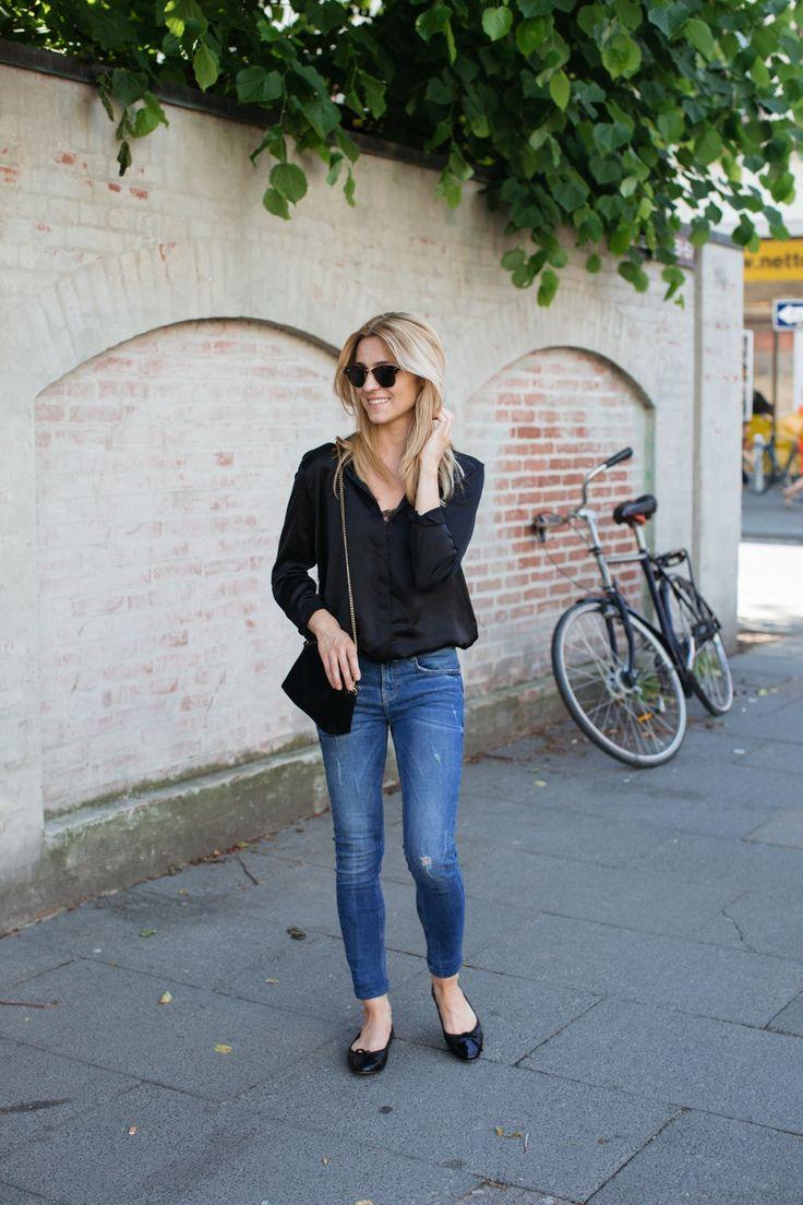 Outfit del día:Black blouse outfit, Look con blusa negra   Este es un look básico y que te puedes poner cuando no quieras pensar mucho en ...