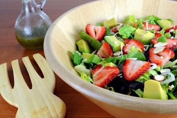 Con la primavera tornano le fragole e insieme agli avocado donano gustose opportunità in cucina. Questa insalata di avocado e fragola ne è un esempio lampante. Un...