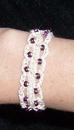 Crochet Bead Bracelet Tutorial. •✿•  Teresa Restegui http://www.pinterest.com/teretegui/ •✿•
