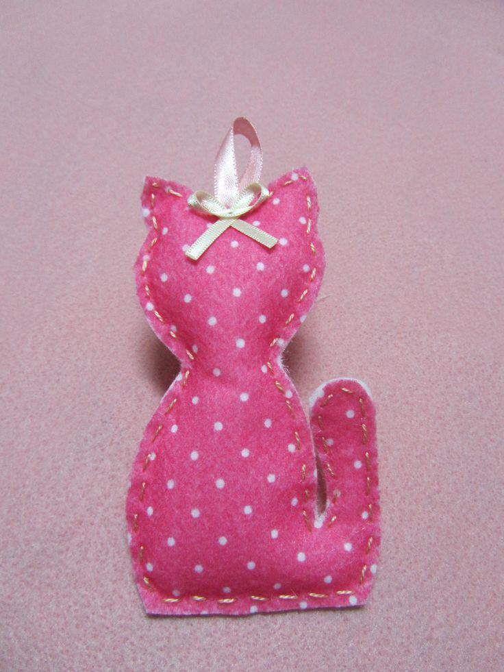 Sache gatinho, para gavetas e armarios, recheado com cravos para afastar as traças www.facebook.com/Arteirosateliedeideias www.marcia-arteiros.com http://marciabekcivanyi.elo7.com.br