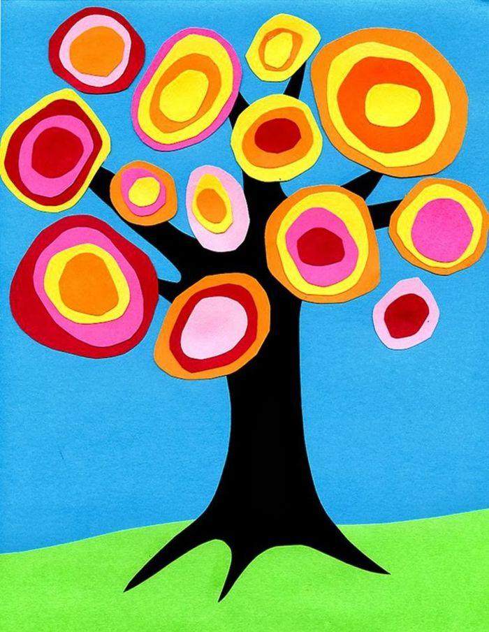 idée-activité-manuelle-maternelle-primaire-un-arbre-tronc-marron-couronne-en-papier-multicolore-projet-loisirs-creatifs