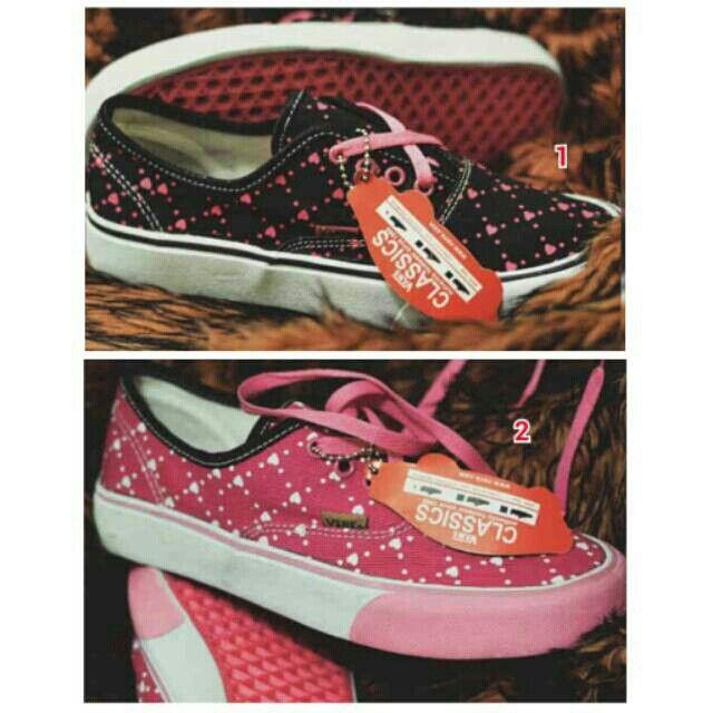 Saya menjual Sepatu VANS Casual Women Santai Wanita Slop Murah Slip On Kampus Jalan Kuliah Kantor Kerja Formal seharga Rp199.000. Pin:331E1C6F  WA/SMS: 085317847777 LINE: Sepatu Aneka Model www.butikfashionmurah.com Dapatkan produk ini hanya di Shopee! https://shopee.co.id/sepatu_dan_jam_tangan/15050293 #ShopeeID