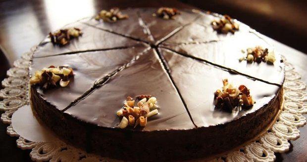 Recept na hříšně dobrý čokoládový cheesecake s čokoládovou ganache | Recepty.Blesk.cz