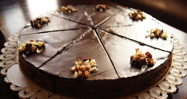 Recept na hříšně dobrý čokoládový cheesecake s čokoládovou ganache   Recepty.Blesk.cz