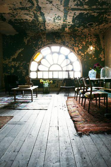 Round Window: Studios Spaces, Window, Attic Spaces, Interiors Design, Loft Spaces, Places, House, Old Building, Rooms
