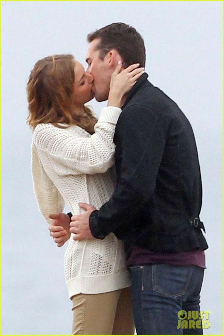 Emily VanCamp & Barry Sloane: Rainy 'Revenge' Kiss!