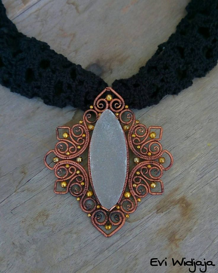 #eviwidjaja #indonesia #wireart #wirejewelry #wirewrap #wire #jewelry #necklace #pendant #copper #patina #natural #stone  #druzy #agate #filigree #swirl #coiling #weaving #art #handmade #oneofakind #love #passion #ethnic #elegant #vintage #unique