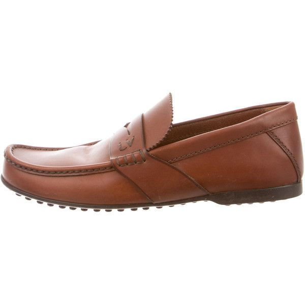 Pre-owned Louis Vuitton Leather Round-Toe Loafers ($245) ❤ liked on Polyvore featuring men's fashion, men's shoes, men's loafers, neutrals, mens loafer shoes, mens tan shoes, mens leather loafer shoes, mens loafers and mens tan loafers