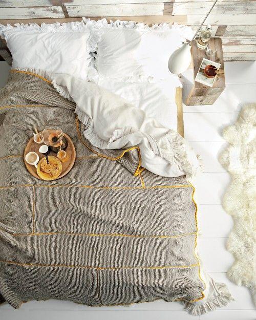 Cosy knit blanket
