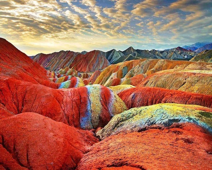 Le montagne arcobaleno in Cina: un'opera d'arte naturale