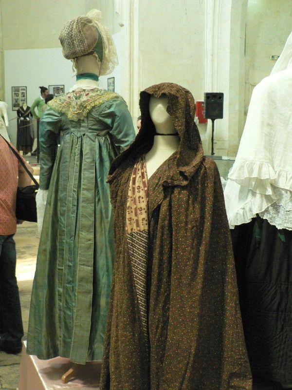 Costumes annonçant la fin de l'Empire et le début de la Restauration.