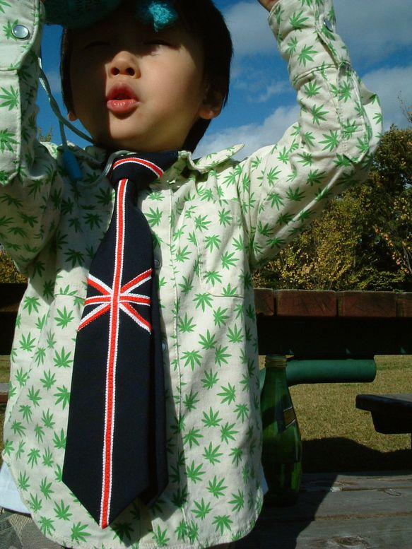 ★ゆにおんじゃっく柄のネクタイです。  結婚式、おゆうぎ会、お誕生会、七五三など、  着けているとみんなからカッコイイ!って言われるよ! ●紺の布地に、白と赤...|ハンドメイド、手作り、手仕事品の通販・販売・購入ならCreema。