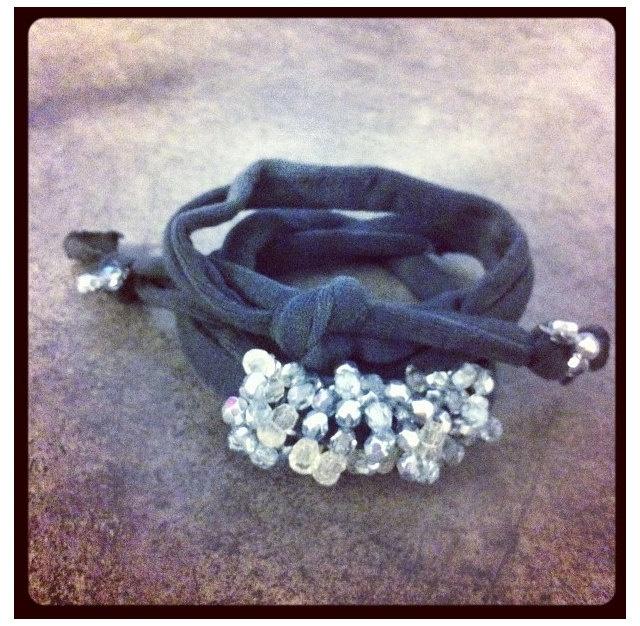 Dark grey ribbon and Swarovski beads bracelet / di pescaefragola, €18,00