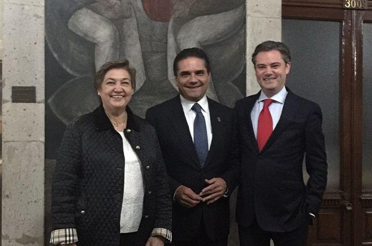 La tarde-noche de este lunes, el gobernador de Michoacán, acompañado de la secretaria de Educación del Estado, Silvia Figueroa, se reunió con el secretario de Educación Pública federal con el ...