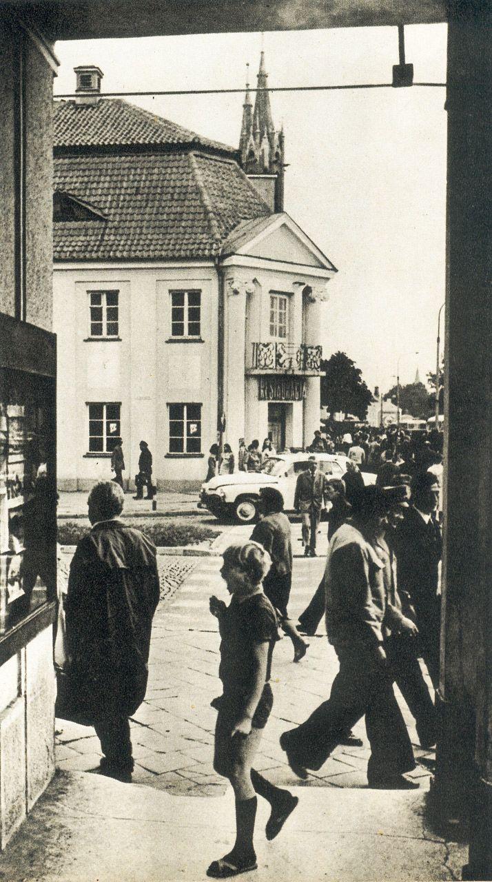 """Rynek Tadeusza Kościuszki (10) (fot. M. Rusinek-Kwilecka; źródło: K. Merta (red.), """"Białystok"""", Wyd. Sport i Turystyka, Warszawa 1977, zdj. 7.)"""