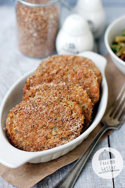 Feed Me Better: Dietetyczne kotlety z kaszy gryczanej: kasza gryczana, twaróg, jajko, siemię lniane, otręby, cebula, sól, pieprz