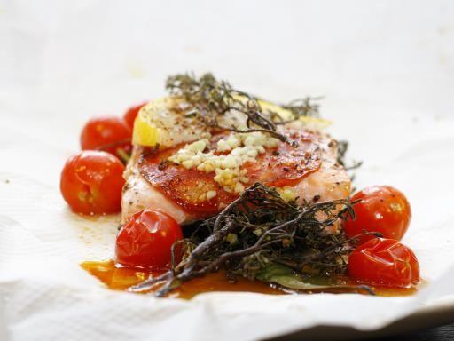 poivre, citron, champignon de Paris, huile d'olive, ail, aneth, tomate cerise, sel, saumon frais