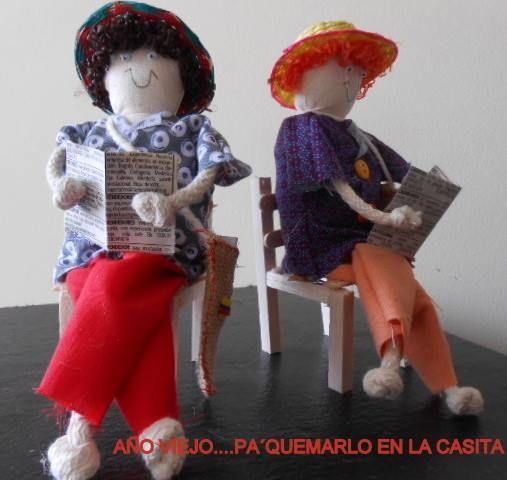 Buenos días a todos, para el 31 de diciembre y para los que quieren seguir con la tradición Colombiana de quemar años viejos, pero de manera segura, les recomendamos estos lindos y pequeños años viejos, taitapuros, carranchos etc., aromatizados para quemar en la casita, de nuestra amiga Gloria Segura Z (https://www.facebook.com/aintzanne). A propósito, nos gustaría saber cómo se llaman estos muñecos en tu ciudad. Feliz día!
