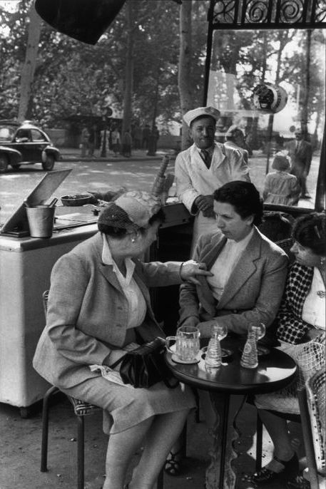 greeneyes55:  Paris 1955 Photo: Henri Cartier-Bresson