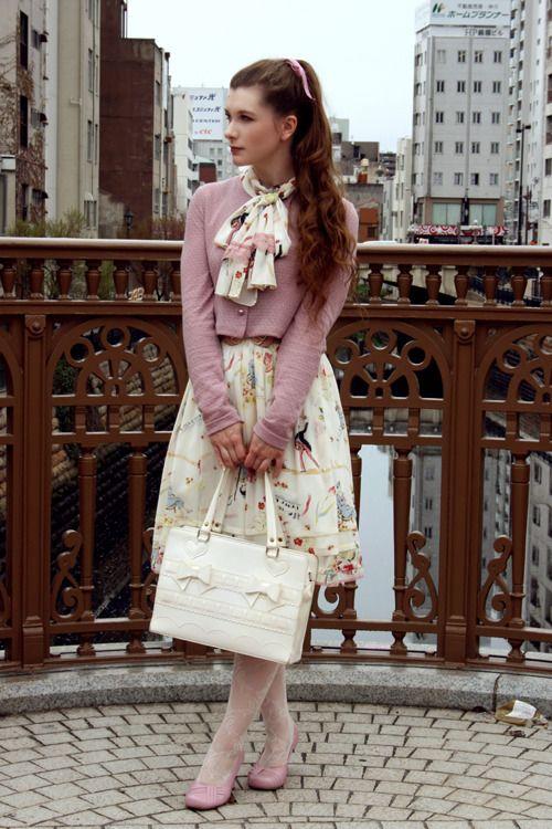 Short day in Nagoya  Dress: Lois Crayon  Cardigan: Annie 50  Handbag: Baby, the Stars Shine Bright  Tights: B-Be-Bee  Shoes: Hotter