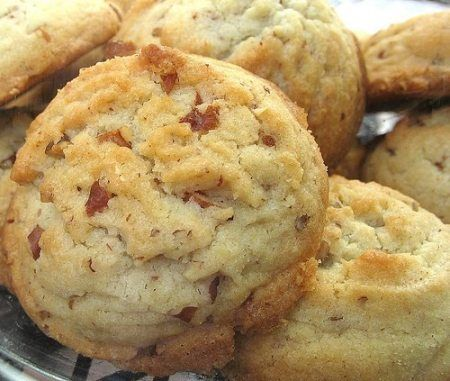 Be sure to Like Foodgasm Recipes on Facebook and Foodgasm on Pinterest for more great recipes. Pecan Sandies are my favorite grocery store cookies. So I set out to see if I could duplicate them at home even though I…Read more ›