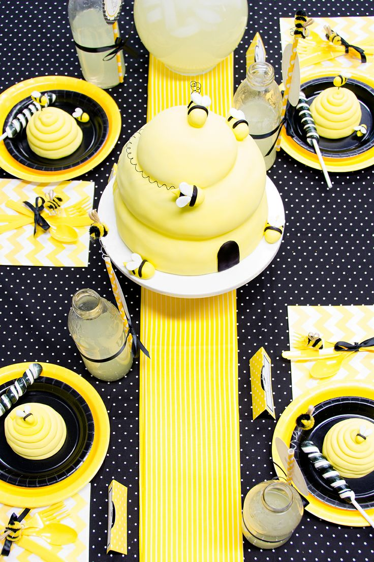 You have to have black and yellow dinner plates! #BirthdayExpress #BumbleBee
