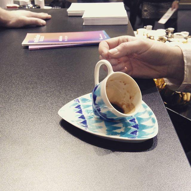 Amazing coffee tasting and new aproach to my Mini Triangle cup with Joachim from kind Walküre Porzellanfabrik! #makingsplendor #ambiente17 #karolinabednorz #futurelights