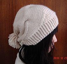 Модная вязаная спицами женская шапка из китайского журнала | Что на голову?