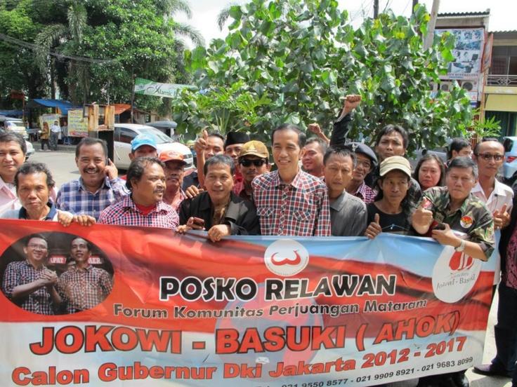 Jokowi dan Relawan Mataram di Kafe Waru - Rawamangun
