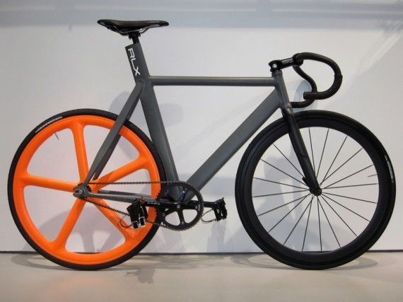 Leader frame, I love the orange Arospoke with a otherwise monochrome bike.