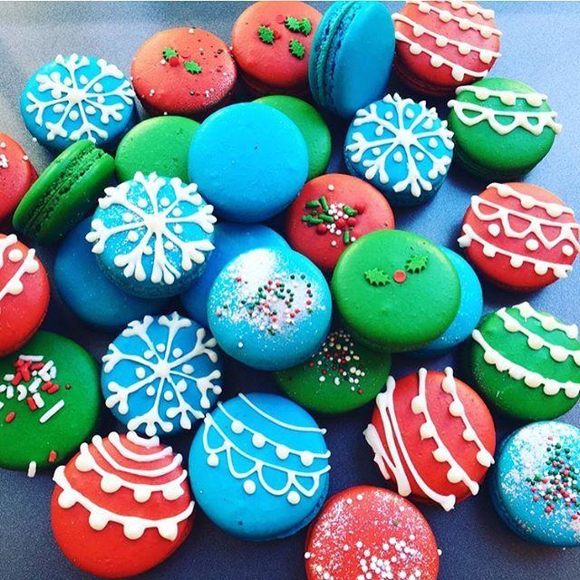 Christmas Macarons.Christmas Ornament Macarons Holidays In 2019 Christmas