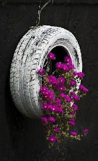 painted tire with holes in the bottom! I can do this... lots of tires laying out around here!