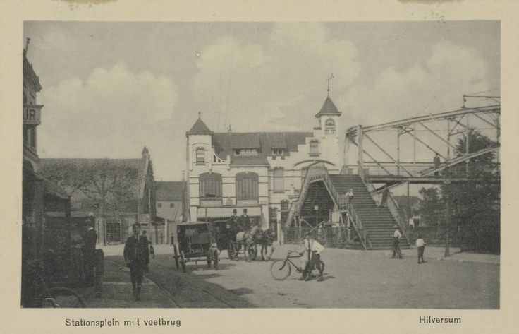 Stationsplein met voetbrug Hilversum 1910