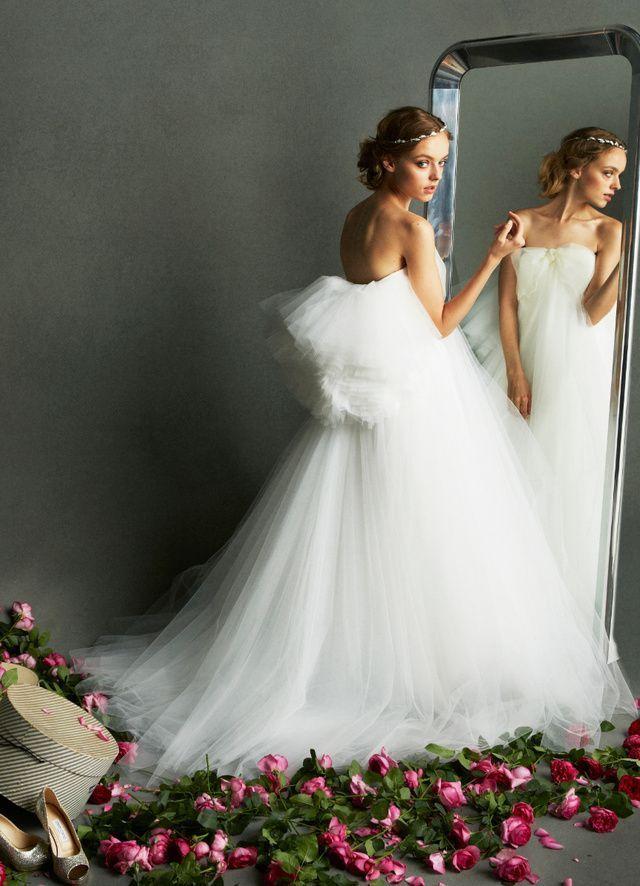 妊婦さんじゃなくても着てみたいふわふわしっぽ付きドレス! 白のマタニティ用ウェディングドレス・花嫁衣装まとめ。