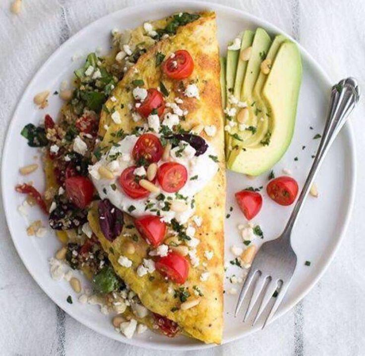 OMLET ZE SZPINAKIEM  Dobry na śniadanie, dobry na kolację :). Uniwersalne i smaczne danie :)