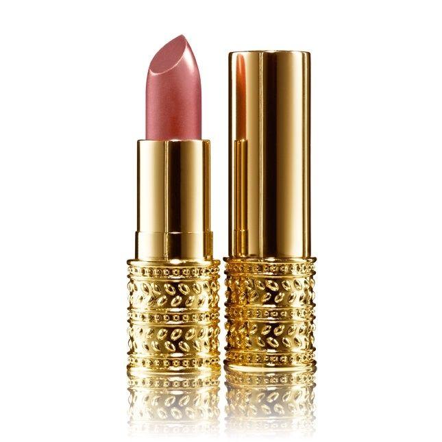 GG Jewel Lipstick - Kasjmierzachte lipstick met een krachtige mix van moisturisers, voor prachtig verzorgde en gehydrateerde lippen. Intense kleur in klassieke tinten met een weelderige, crèmige finish en medium dekking die uren houdt. Gepresenteerd in een exclusieve gouden verpakking - dit is het sieraad in je handtas.
