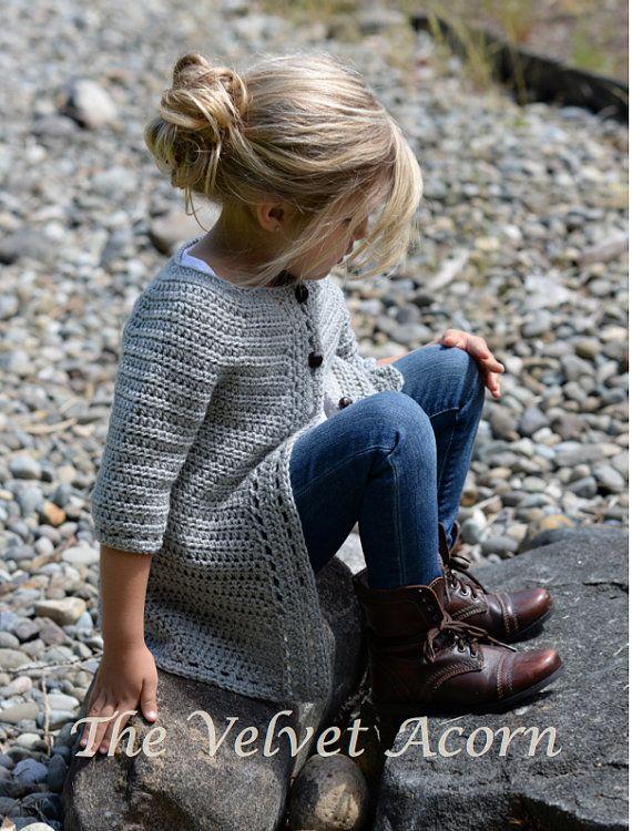 Listado para el patrón de ganchillo de la Rebeca de Cairbre.  Este suéter es hecho a mano y diseñado con el confort y la calidez en la mente... Accesorio perfecto para todas las estaciones.  Todos los patrones son inglés instrucciones por escrito en términos estándar estándar de Estados Unidos.  ** Tamaños incluyen 2/3, 4/5, 6/7, 8/9, 10/11 años. ** Cualquier hilo de estambre de peso puede ser utilizado.  Acabado medidas aprox. con suéter abotonado: después de bloqueo suave. Pecho: 21.5 (24…