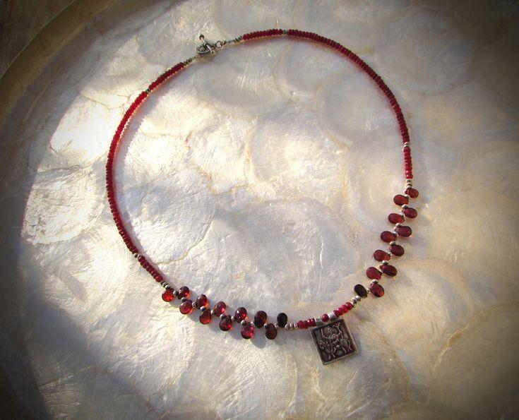 Rubin Kette Hindu Amulett Rajasthan magisches Quadrat Turmalin Silber 925 Karen Hill Tribe http://etsy.me/2nyPpOj #schmuck #kette #rubin #turmaline #ruby #tourmaline #silber925 #sterlingsilber #silver