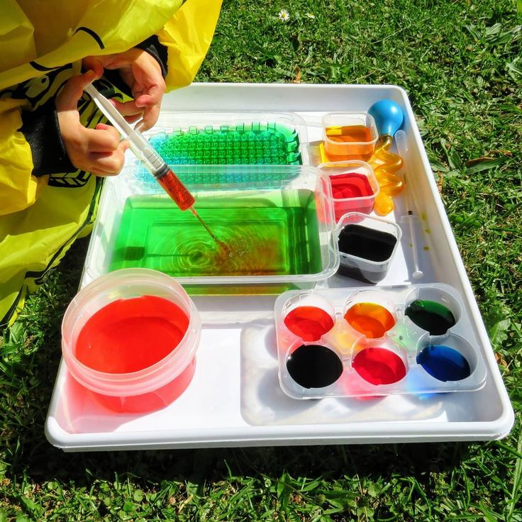 Colour Mixing 🤓🎨 It's Summer in NZ and we are all melting in the heat 🌞 Time to start enjoying some water play!!! 😀 This little set up with coloured water and different sized containers was inspired by @play.hooray 💕 Mr & Miss 3 have recently mastered the syringe so I offered different sized syringes, pipettes and a dropper for some colour mixing exploration 🎨 Both children loved the thrill of making new colours and could confidently tell me most of the names of the colours they were…