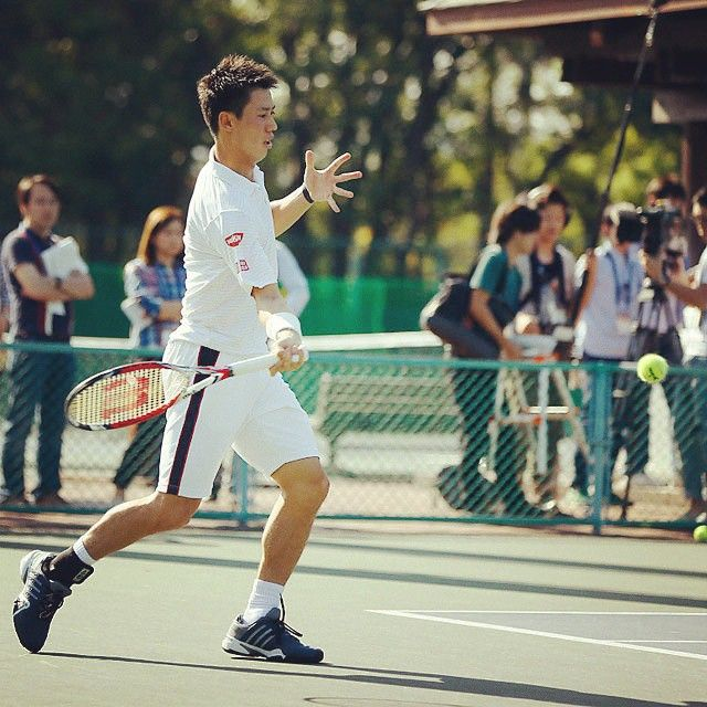More than 50 media members watch Kei #Nishikori train Monday in Tokyo.