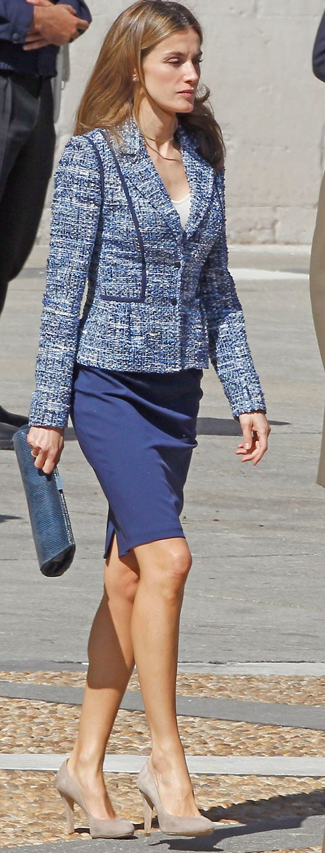 En el día de las Fuerzas Armadas, Letizia volvió a optar por una chaqueta de tweed en tonos azules y una falda tubo.