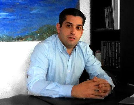 ΠΑΝΑΓΙΩΤΗΣ ΒΑΣΙΛΙΚΟΣ  Ηλεκτρολόγος Μηχανικός, μεταπτυχιακή εκπαίδευση στο τμήμα ΙΜΒΑ του Οικονομικού Πανεπιστημίου Αθηνών.