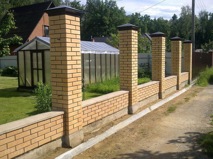Картинки по запросу кирпичный забор с бетонными парапетами кованые ворота
